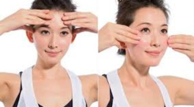 Ấn huyệt mặt bằng tay 1