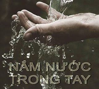 Nam nuoc trong tay
